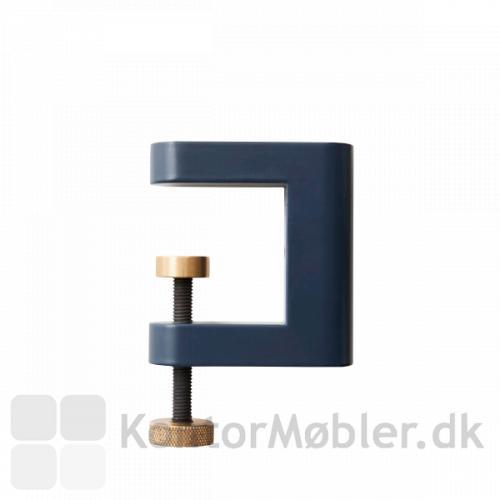 APTO Flowerbox fastsættes med 2 APTO Multiklemmer i sort, grøn eller blå