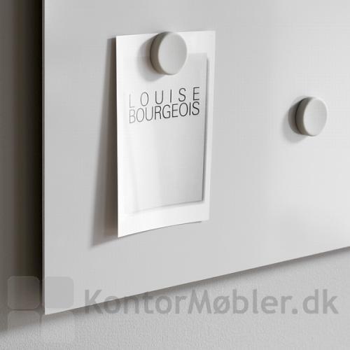 Whiteboard Air i grå, med grå magneter