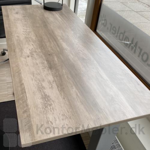 Basic hæve sænke bord med bordplade i røget eg