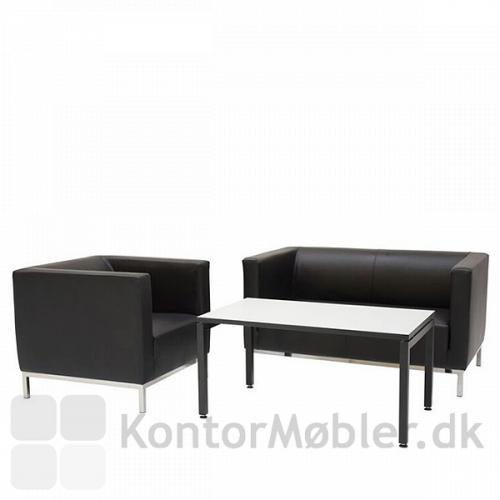Argo stol og Argo sofa elegant sat sammen med Square sofabord